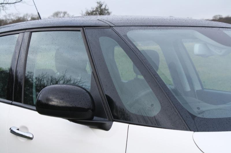 Fiat 500L a-pillar