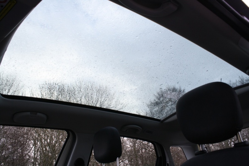 Fiat 500L glass roof