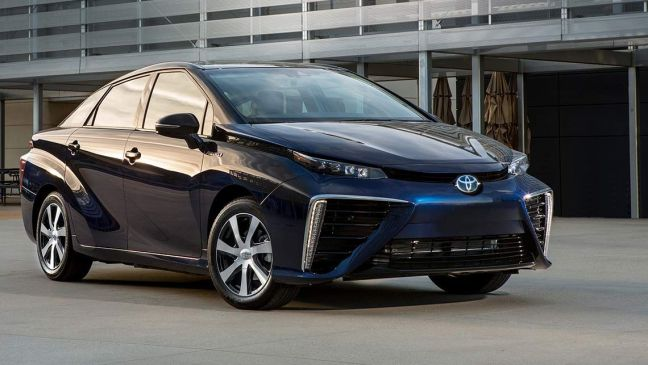 Toyota_Mirai_Fuel_Cell_Vehicle_2016-1-(1)